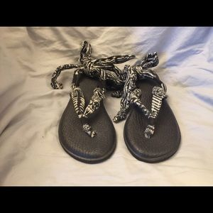 NEW Sanuk black/white yoga sling sandals Sz 7